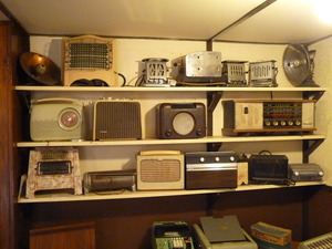 Old Radios by Alan Aplin Creative Commons